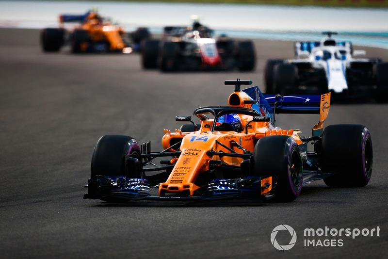 Fernando Alonso, McLaren MCL33 precede Lance Stroll, Williams FW41 e Kevin Magnussen, Haas F1 Team VF-18