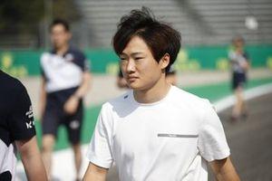 Yuki Tsunoda, AlphaTauri AT02 track walk