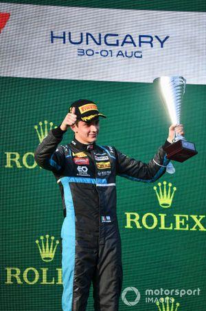 Race Winner Roman Stanek, Hitech Grand Prix on the podium