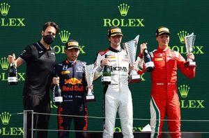 Podio: il vincitore della gara Lorenzo Colombo, Campos Racing, secondo classificato Ayumu Iwasa, Hitech Grand Prix , terzo classificato Olli Caldwell, Prema Racing