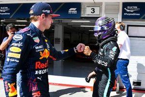 Льюис Хэмилтон, Mercedes, и Макс Ферстаппен, Red Bull Racing