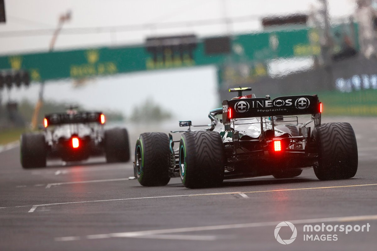 Valtteri Bottas, Mercedes W12, prende la sua posizione sulla griglia di partenza