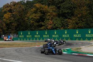 Fernando Alonso, Alpine A521, Esteban Ocon, Alpine A521, en Nicholas Latifi, Williams FW43B