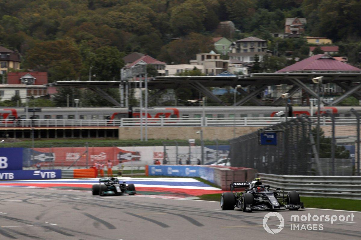 Pierre Gasly, AlphaTauri AT02, Valtteri Bottas, Mercedes W12