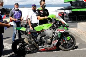 Moto dañada de Jonathan Rea, Kawasaki Racing Team WorldSBK