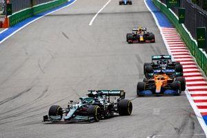 Lance Stroll, Aston Martin AMR21, Daniel Ricciardo, McLaren MCL35M, and Lewis Hamilton, Mercedes W12