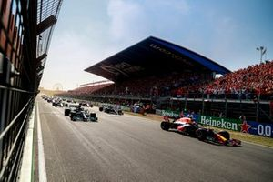 Max Verstappen, Red Bull Racing RB16B, Lewis Hamilton, Mercedes W12, Valtteri Bottas, Mercedes W12, and the rest of the filed pull away as the lights go out