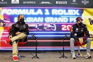 Lewis Hamilton, Mercedes, en Sergio Perez, Red Bull Racing, in de persconferentie