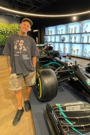 Fabio Quartararo, Yamaha Factory Racing, nella sede della Mercedes F1