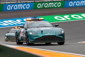 Aston Martin auto's op het circuit van Zandvoort