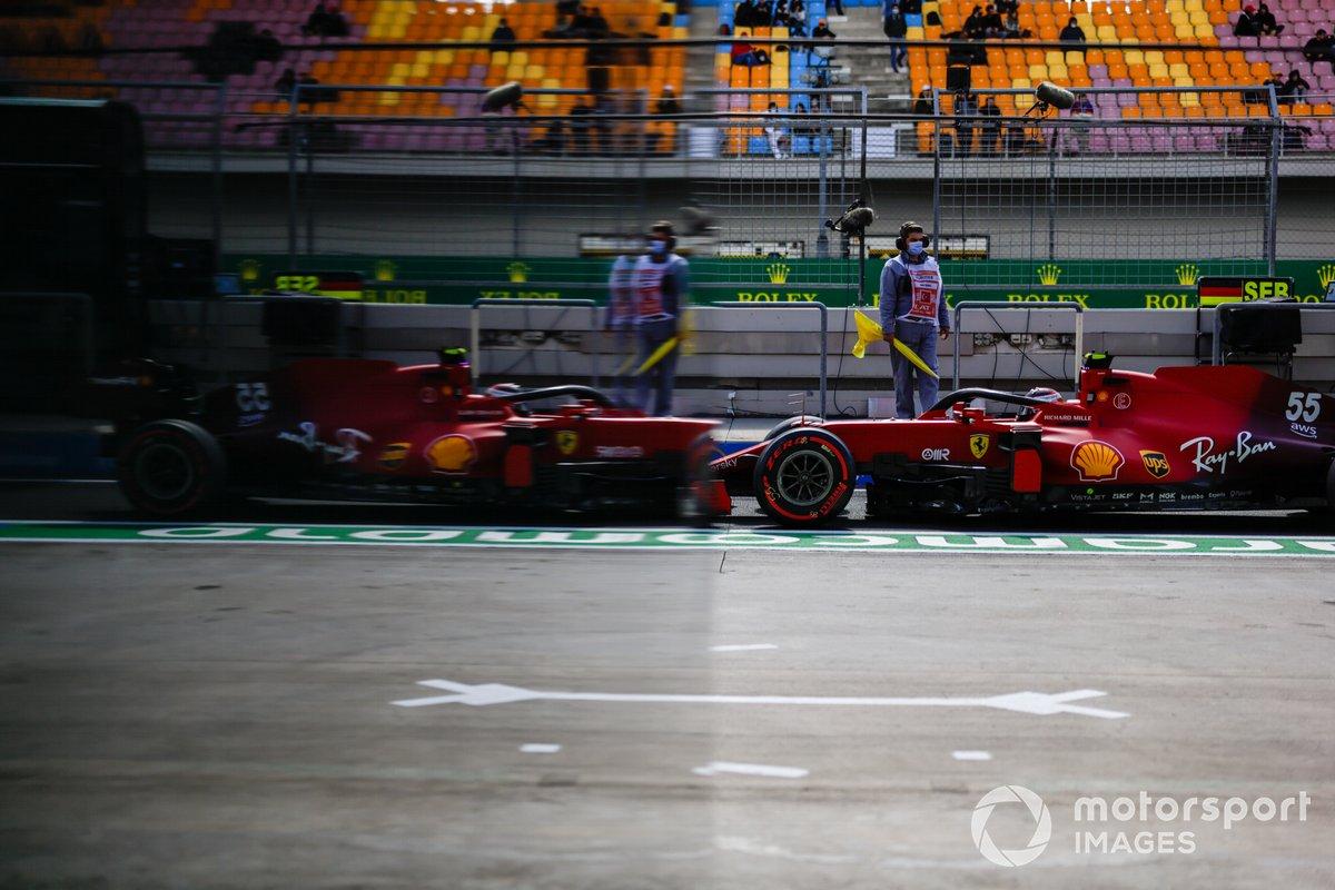 Carlos Sainz Jr., Ferrari SF21, in pit lane