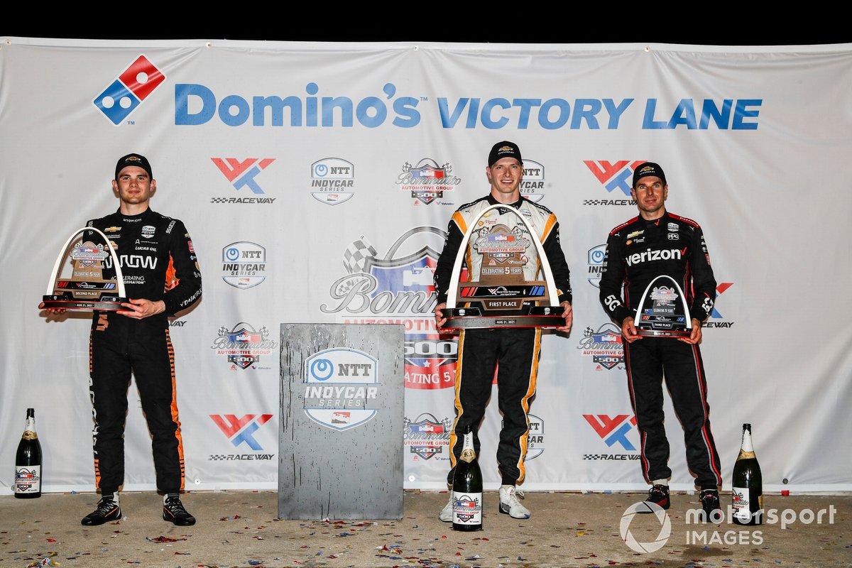 Ganador Josef Newgarden, Team Penske Chevrolet, segundo lugar Patricio O'Ward, Arrow McLaren SP Chevrolet, tercer lugar Will Power, Team Penske Chevrolet