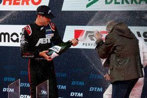Podium : Le vainqueur Kelvin van der Linde, Abt Sportsline