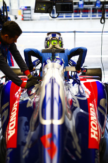 Brendon Hartley, Toro Rosso, slips into his seat