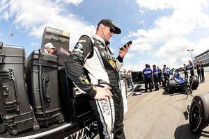 Ed Carpenter, Ed Carpenter Racing Chevrolet checks his phone