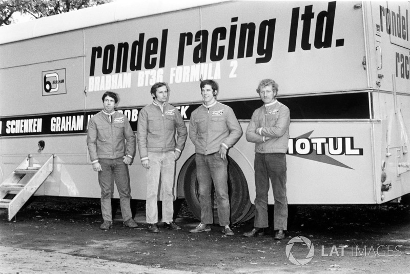 Rondel Racing F2 Team including: Clive Walton, Ron Dennis, Neil Trundle ve Preston Anderson