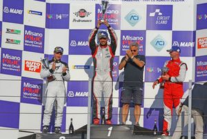 Podio TCR gara 1, Luigi Ferrara (42 Racing SA, Alfa Romeo Giulietta TCR #42), Tavano-Greco (Seat Leon TCR SEQ #4), Plamen Kralev (Kraf Racing,Audi RS3 LMS-TCR #44)
