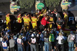 Ryan Hunter-Reay equipo celebrando la victoria, Andretti Autosport Honda