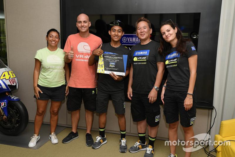 M Faerozi menerima tanda kelulusan Yamaha VR46 Master Camp