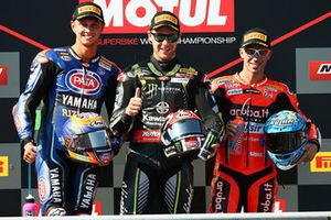 Podio: il vincitore della gara Jonathan Rea, Kawasaki Racing, il secondo classificato Michael van der Mark, Pata Yamaha, il terzo classificato Marco Melandri, Aruba.it Racing-Ducati SBK Team