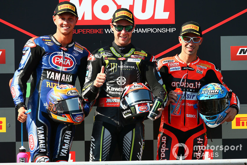 Podio: il vincitore della gara Jonathan Rea, Kawasaki Racing, il secondo classificato Michael van der Mark, Pata Yamaha, il terzo classificato Marco Melandri, Aruba.it Racing-Ducati SBK Team