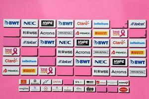 Le panneau des sponsors de Force India F1, sans le logo Force India