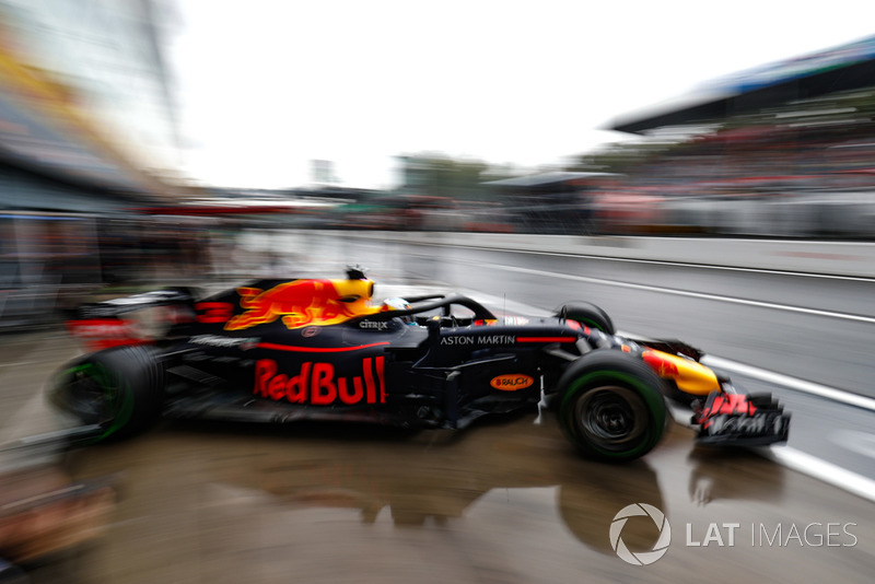 Daniel Ricciardo, Red Bull Racing RB14, leaves the garage