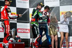 Podium: tweede, Chaz Davies, Aruba.it Racing - Ducati Team, winnaar Jonathan Rea, Kawasaki Racing Te