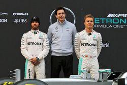 Lewis Hamilton, Mercedes AMG F1; Toto Wolff, Mercedes-Sportchef; Nico Rosberg, Mercedes AMG F1