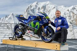 Movistar Yamaha MotoGP Team Director Massimo Meregalli with the 2016 Yamaha YZR-M1 Valentino Rossi, Yamaha Factory Racing