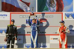 Podio gara 2: il vincitore Diego Menchaca, il secondo Ferdinand Habsburg e il terzo Leonardo Pulcini