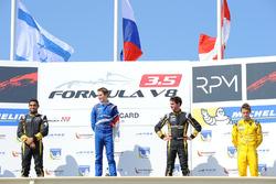 Podium : le vainqueur Egor Orudzhev, Arden Motorsport, le deuxième Roy Nissany, Lotus, le troisième Rene Binder, Lotus