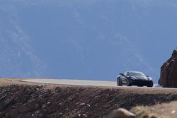 Sam Schmidt maneja un Chevrolet Corvette hacia Pikes Peak