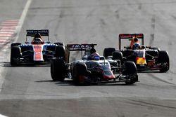 Romain Grosjean, Haas F1 Team VF-16, Daniel Ricciardo, Red Bull Racing RB12