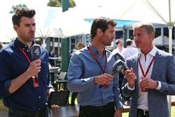 Steve Jones, canal presentador 4 F1, Mark Webber, Porsche equipo WEC conductor y presentador de canal 4, David Coulthard, Red Bull Racing y Scuderia Toro asesor y comentarista de F1 4 de canal