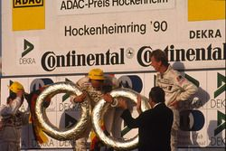Siegerehrung: 1. und Champion 1990, Hans Joachim Stuck, Audi