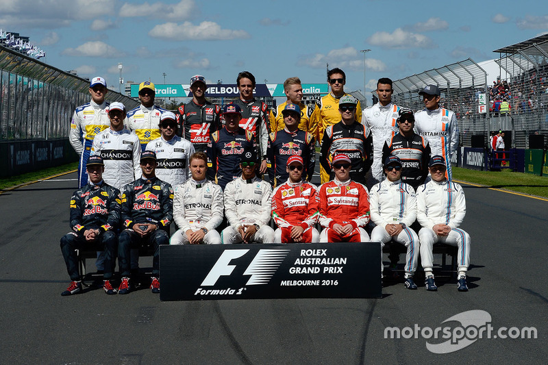 Los pilotos en sesión fotográfica al para el inicio de la temporada