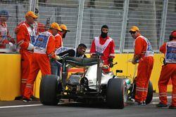 Lewis Hamilton, Mercedes AMG F1 W07 Hybrid sıralamalarda kaza yapıyor