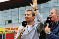 Nico Rosberg, Mercedes AMG F1 con Martin Brundle, Sky Sports Comentarista