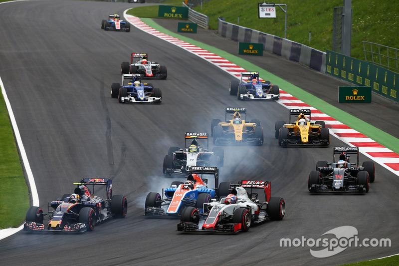 Carlos Sainz Jr., Scuderia Toro Rosso STR11, Pascal Wehrlein, Manor Racing MRT05 y Romain Grosjean, Haas F1 Team VF-16 al inicio de la carrera