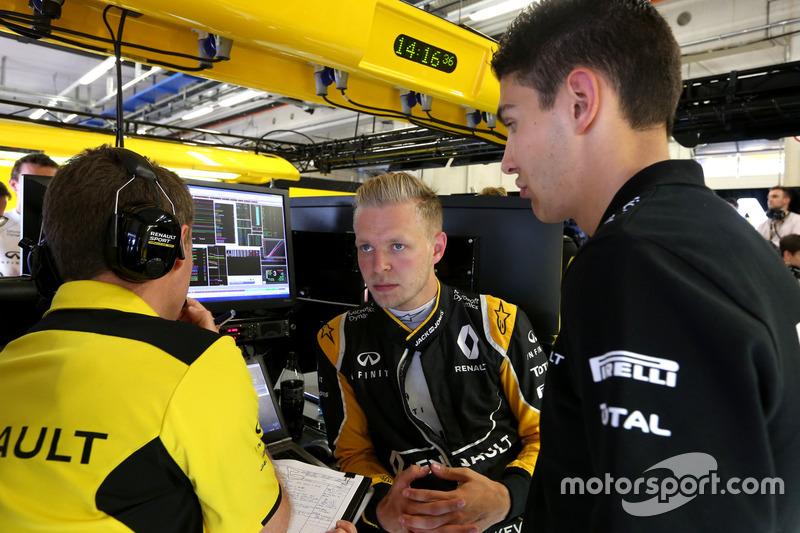 Kevin Magnussen, Renault Sport F1 Team; Esteban Ocon, Ersatzfahrer, Renault Sport F1 Team