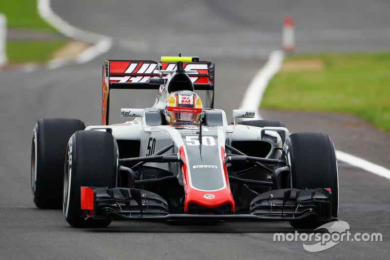 Leclerc también hizo sus primeras pruebas en la F1 en 2016, incluyendo apariciones en las prácticas de viernes con Haas.