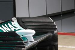 Détails des plaques d'extrémité de l'aileron arrière de la Mercedes