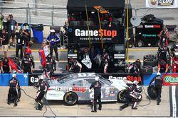 Erik Jones, Joe Gibbs Racing Toyota pit action