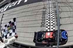 Erik Jones, Joe Gibbs Racing Toyota winnaar