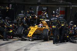 Arrêt aux stands pour Jolyon Palmer, Renault Sport F1 Team