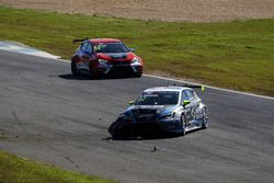Crash, Dusan Borkovic, B3 Racing Team Hungary, Seat León TCR