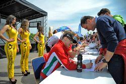 autograph session, Maximilian Günther, Prema Powerteam Dallara F312 – Mercedes-Benz