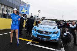 Grid girl of Fredrik Ekblom, Polestar Cyan Racing, Volvo S60 Polestar TC1