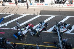 pit lane, Ben Barnicoat, HitechGP Dallara F312 - Mercedes-Benz, George Russell, HitechGP Dallara F31